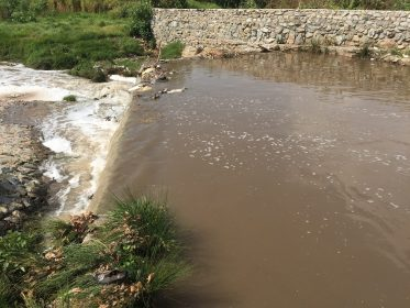 Jukskei River typical pollution upstream of Queen St 26 April 2017